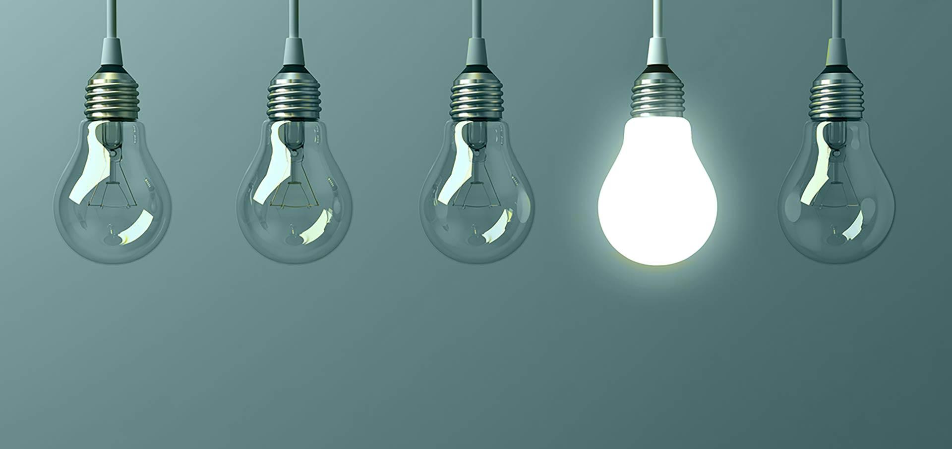 mehr Sichtbarkeit - eine Leuchte scheint, der Rest ist dunkel
