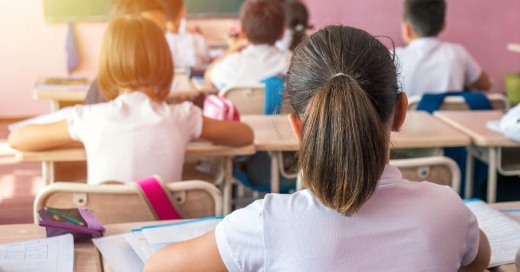 Schule Mädchen von hinten
